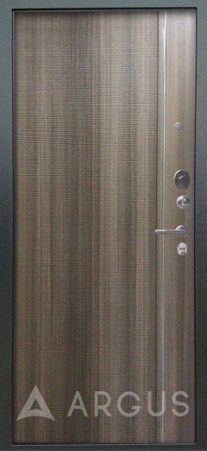 Металлическая дверь с молдингами Аргус Гауда Керамика
